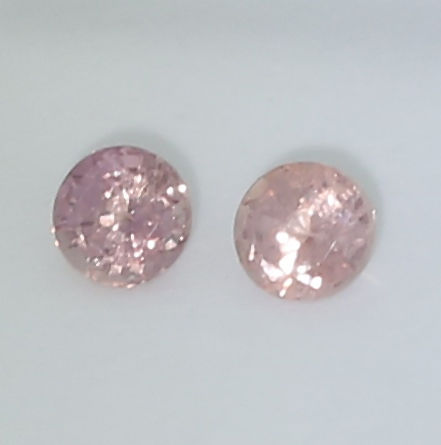 Set of 2 Padparadscha Sapphires - 0.29 + 0.28 =  0.57 ct. - no reserve