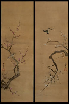 "'Birds on blossoming plum trees' by Yamanaka Seisousai ""山中菁藻斎"" - Double handpainted scroll, incl signed wooden box - Japan - ca. 1800 (Edo period)"