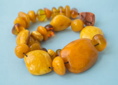 Natural Baltic Amber necklace old honey butterscotch egg yolk colour, vintage, 55 gram
