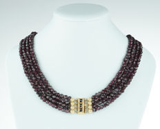 4-strand garnet necklace with elegant 14 karat gold clasp - regional item of jewellery