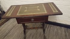 English lop table with inlaid table top made of green leather-in Regency style, second half of 20th century