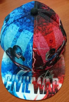 Curious cap of Marvel, Capitan America-Civil War, signed by Stan Lee, with certificate of authenticity