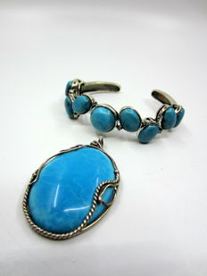 Blue set, big bracelet and pendant, tourquoise adn howlite