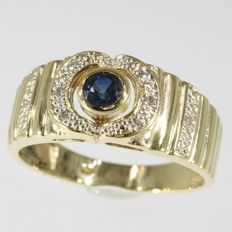 Enchanting yellow gold Vintage ring with a sapphire and diamonds - 1970