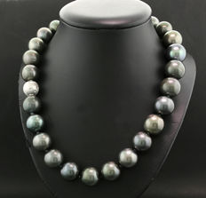 Imposing Tahitian pearl necklace anthracite grey 15-17 mm! Rarity, spherical diamond clasp 585 gold – no reserve