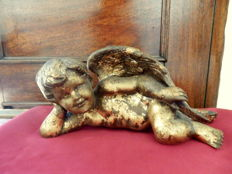 Cherub Lying Down, Baroque Gilt Patinated White Metal Sculpture(3430 gr) - Portugal XX century