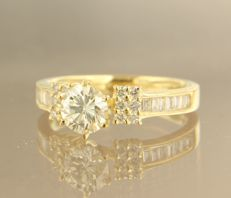 18 kt yellow gold solitaire ring set with 0.84 carat brilliant cut diamond and 26 brilliant and baguette cut diamonds, 0.46 carat, ring size 17.25 (54)