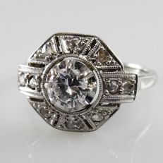Platinum and 18 kt Art Deco ring with diamonds in old European cut, with a 0.32 ct central diamond, 0.50 ct in total.