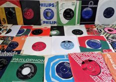30 Famous Classic Rock and Pop Singles  from the 60's: Beatles, Rolling Stones, Sorrows, Troggs and many others.