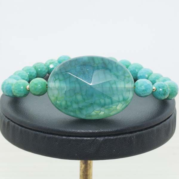 Bracelet of Turquoise with agate centre with clasp and beads of 18 kt Gold
