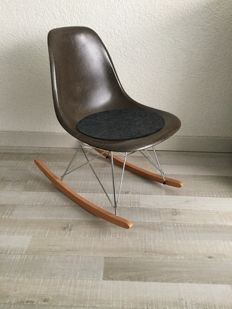 Charles and Ray Eames for Herman Miller - Rocker Chair fibreglass DSW side