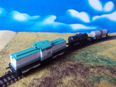 Gützold H0 - 18300 - diesel locomotive Series V100-003 with 2 tanker cars of the DR