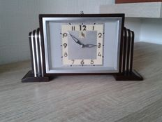Bayard - Art Deco mechanical alarm clock, bakelite and chrome