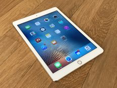 Apple iPad Air 2 - Gold - 64GB - Model A1566 - with Apple Case, USB cable and dock