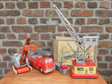 NBN / Fuchs, Western / US Zone Germany / MT, Japan - Max. height 50 cm - Lot with tin harbour crane, dragline and firetruck, 1950s/70s
