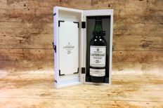Laphroaig 25 years old in luxury wooden case - OB