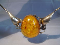 Necklace with genuine big natural amber cabochon of 200 ct, Gdansk around 1930 hallmarked, no reserve