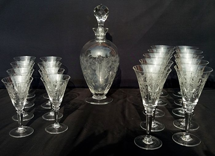 Baccarat – Set of 8 + 10 chalices + bottle with crystal stopper