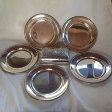 Five dishes in Italian silver 800 made in 1950 and a silver and wooden tobacco box made at the beginning of 1900- Italy