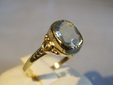 Antique gold ring with verified, genuine aquamarine in antique cut 2 ct