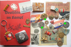 Large lot of archaeological/attic finds: Belt buckles, pins, medals, Deutschland im Kampf, banknotes, etc. WW2.