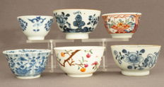 Porcelain bowls with various decorations - China - 18th century