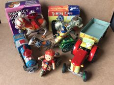 Several countries - several dimensions - Lot with 6 pieces of tin toys with friction / clockwork motor, 1970s and later