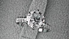 2.31 ct round diamond ring made of 18 kt white gold *** NO RESERVE PRICE ***