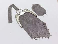 Set of artisan bag and purse, in sterling silver. 19th Century.