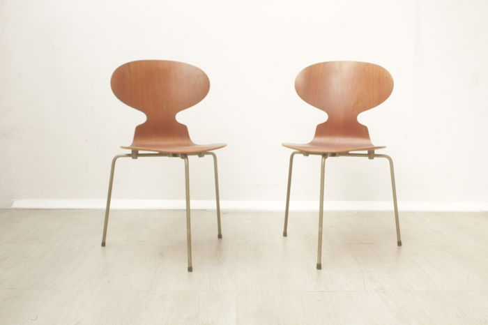 Arne Jacobsen Chairs For Fritz Hansen Set Of 2 Ant Chairs Model