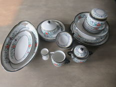 24 pieces of Elvire tableware by Petrus Regout
