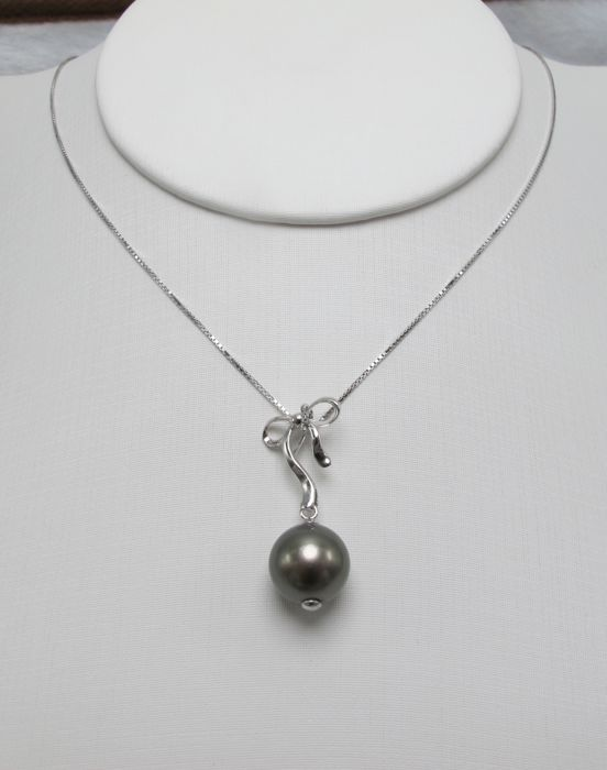 Tahiti Black Pearl necklace. Pearl diameter: 10.8 mm. * no reserve price *