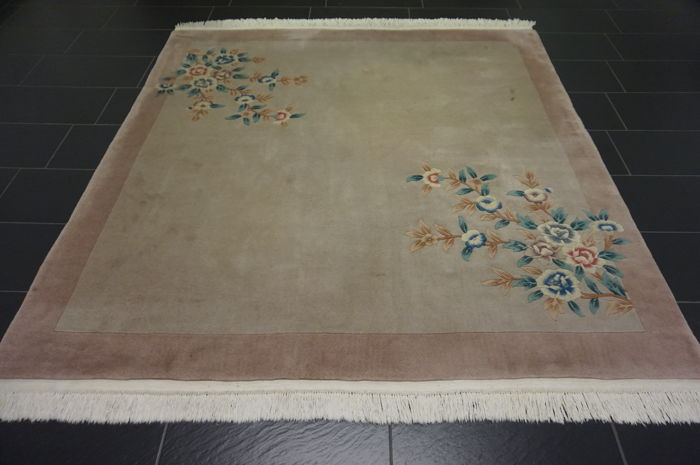 Magnificent China Art Deco Aubusson oriental carpet made in China 210 x 210cm silk shine