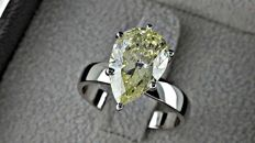3.42 ct  pear diamond ring made of 14 kt white gold - size 7