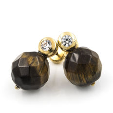 18 kt yellow gold - earrings - faceted tiger's eye measuring 10 mm - earring height 15.85 mm