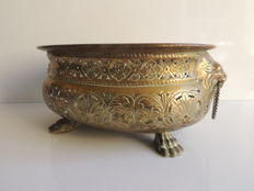 Oval openwork planter in embossed brass - handles in lion heads - Italy - 1870