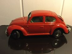 Toytown, Japan - Length 24 cm - Tin Volkswagen Beetle with battery engine, 1970s