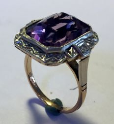 Gold platinum ring with amethyst and 2 diamonds
