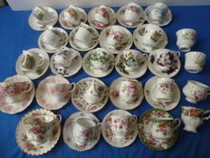 Lot with 50 English cups and saucers including - Royal Albert, Royal Winston, Royal Standard and many others
