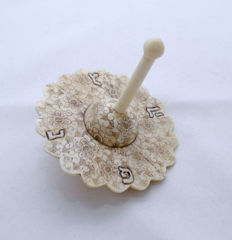 A carved bone spinning top or Dreidel - Flower-shape - Hand Paintings - Hannukah - Austria - 1920's