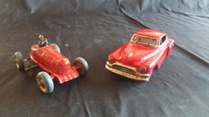 Hadson, Japan - L. 11-16 cm - racing car and Cadillac sedan, tin toys with mechanism/friction, 1940s/1950s
