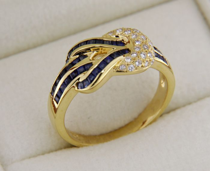 Ring in 18 kt yellow gold sapphires and diamonds - Ring size: 55