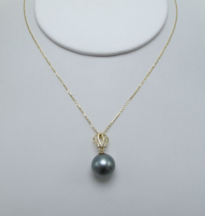 Tahitian black pearls, diamonds, seawater 18K gold necklace. Pearl diameter: 10.8 mm. New no wear * no reserve price *
