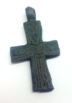 Early Medieval bronze cruciform pendant with pseudo depiction of Christ - 40 x 23 mm