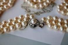 Luxury 3-strand necklace  with Akoya pearls ca. 7,5-7,8 mm with white gold diamond clasp ca. 0.52 ct  E-G/VVS1-VS