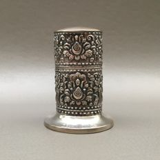 Djokja silver hand chased table lighter - Indonesia, ca. 1935