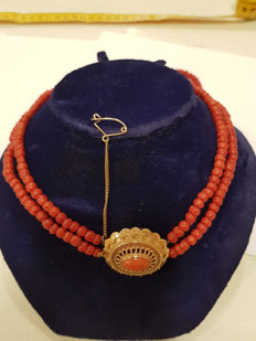Unique necklace with original antique 14 kt clasp. 100% red coral. 2 strands