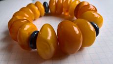 100% Baltic natural Amber bracelet., ca. 35.5 grams