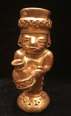 A South American Tumbaga Gold, Colombia,  Tairona figure  101 x 38 x 44 mm , 71,7 grams, A  Watercarrier woman