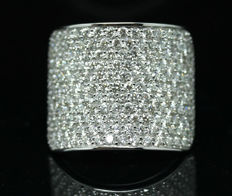 A Beautiful New Ladies Ring with Brilliant cut Diamonds total 3.16 ct